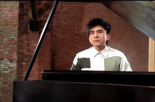 dan-truong-tro-tai-choi-dan-piano-trong-mv
