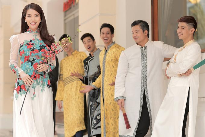 Trương Ngọc Ánh rạng rỡ giữa dàn diễn viên nam