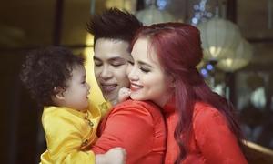 Diễm Hương rạng rỡ bên chồng và con trai một tuổi