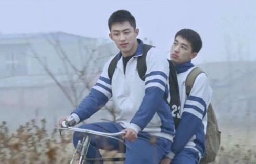 phim-dong-tinh-truc-tuyen-thuong-n-gay-xon-xao