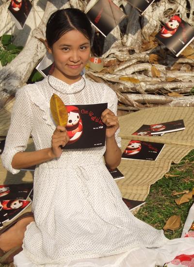 Nhà thơ Lê Thùy Vân tại Ngày thơ Việt Nam ở TP HCM vào năm 2009.