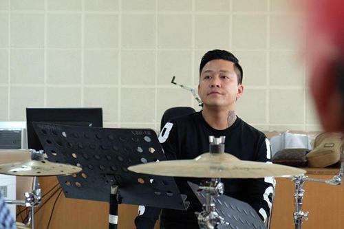 tuan-hung-huy-20-show-dien-de-don-suc-cho-dem-nhac-rieng-1
