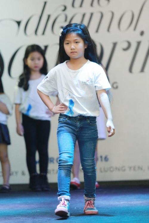 Mạnh Trường đưa con gái đi casting người mẫu