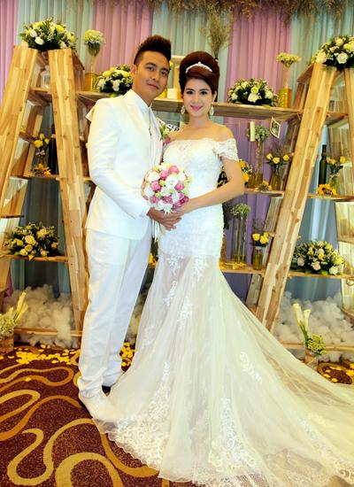 Kha Ly và Thanh Duy kết hôn sau ba năm yêu nhau.