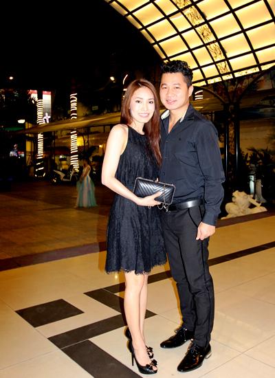 Ca sĩ Lâm Vũ (phải).