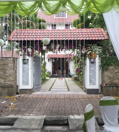 Nhà chồng của Á hậu là khu biệt thự cao cấp nằm trên đường Đinh Tiên Hoàng, tại thành phố Hải Dương. Đây là khu dành cho những 'đại gia' trong vùng.