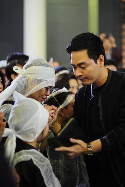 MC Phan Anh lau nước mắt cho con gái Trần Lập.
