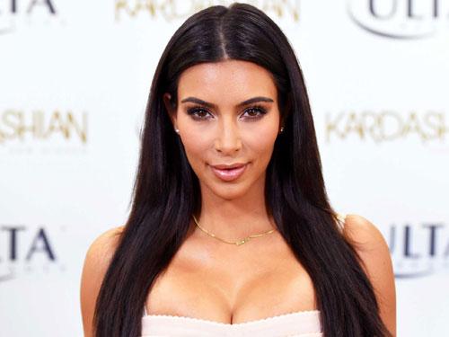 me-con-kim-kardashian-bi-to-co-tinh-tung-bang-sex