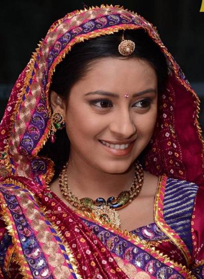 "Pratyusha Banerjee trong ""Cô dâu 8 tuổi""."