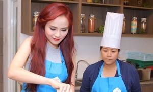 Diễm Hương đãi các chuyên gia ẩm thực Nhật món cháo cá