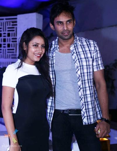 Pratyusha và bạn trai.