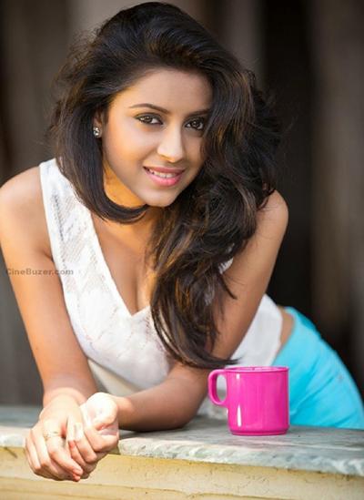 Pratyusha Banerjee sinh năm 1991,