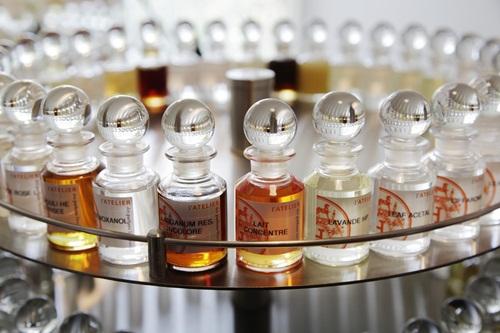 Những chai nước hoa nhà Hermes là sự pha trộn tinh tế của rất ít mùi hương.