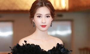 Hoa hậu Thu Thảo gợi cảm với váy xẻ đùi