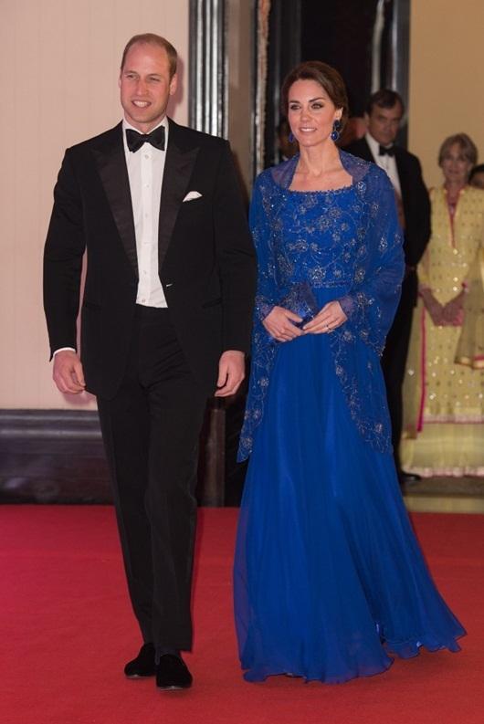 Váy áo từ bình dân đến sang trọng của Kate Middleton ở Ấn Độ