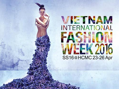 Chà Mi với bức ảnh nude được chọn làm poster ban đầu của Tuần thời trang.