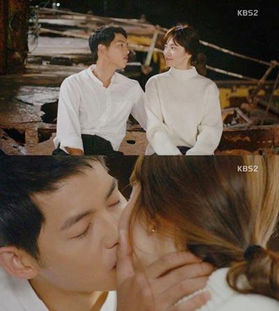 CặpYoo Shi Jin và Kang Mo Yeon  trong tập cuối.
