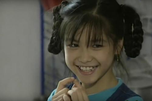 """Đậu đũa Thiên Tú: Thiên Tú sinh năm 1991, đóng phim Mẹ con Đậu Đũa khi mới 5 tuổi. Vai diễn đầu đời này không chỉ khiến Thiên Tú nhận được nhiều thiện cảm từ người hâm mộ mà còn mang đến cho cô giải """"Diễn viên nhí được yêu thích nhất"""" tại Liên hoan phim Việt Nam lần thứ 12. Sau Mẹ con Đậu Đũa, Thiên Tú đóng thêm một phim cổ tích Việt Nam là Cô gái có hai cục bướu và vài MV ca nhạc rồi ngừng hẳn để tập trung cho việc học."""