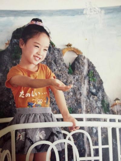 """Đậu đũa Thiên Tú sinh năm 1991, đóng phim Mẹ con Đậu Đũa khi mới mới tuổi. Vai diễn đầu đời này không chỉ khiến Thiên Tú nhận được nhiều thiện cảm từ người hâm mộ mà còn mang đến cho cô giải """"Diễn viên nhí được yêu thích nhất"""" tại Liên hoan phim Việt Nam lần thứ 12. Sau đó, Thiên Tú đóng thêm một phim cổ tích Việt Nam là Cô gái có hai cục bướu và vài MV ca nhạc rồi ngừng hẳn để tập trung cho việc học."""