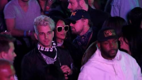 Leonardo thì thầm với Rihanna trong Lễ hội âm nhạc