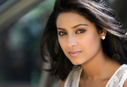 Diễn viên Pratyusha Banerjee.