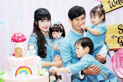 Minh Hà nổi tiếng là bà nội trợ đảm đang, khéo chăm con.