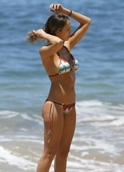 jessica-alba-dien-bikini-khoe-voc-dang-gai-hai-con-3