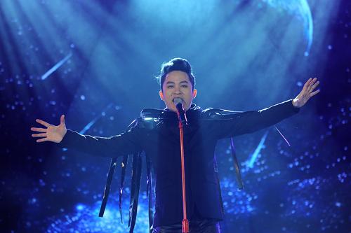 Ngay sau đó Tùng Dương thể hiện ca khúc Mắt đêm của nhạc sĩ Sa Huỳnh và Liên khúc Thu cạn - Vệt buồn các sáng tác của nhạc sĩ Giáng Son