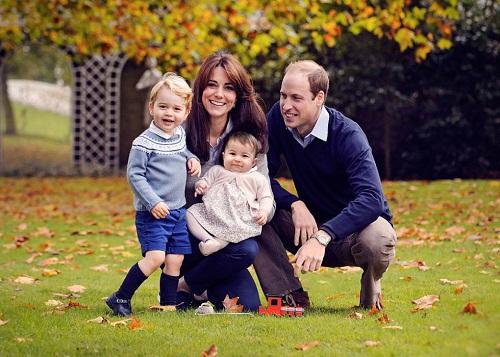 Phong cách thời trang của Kate trong cuộc sống thường ngày được đánh giá là giản dị và năng động. Trang phục yêu thích của nữ công tước Anh là quần jean, áo sơ mi, giày bệt, áo phông và áo khoác blazer. Những trang phục được Kate Middleton mặc nhanh chóng được bán hết và tạo thành cơn sốt ở nước Anh và trên thế giới.