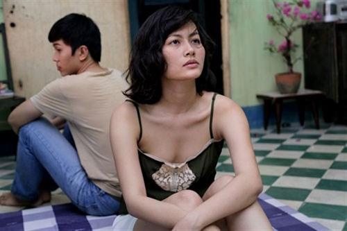 Đỗ Thị Hải Yến (vai cô vũ nữ Vân) và Lê Công Hoàng (vai Vũ) trong một cảnh phim.