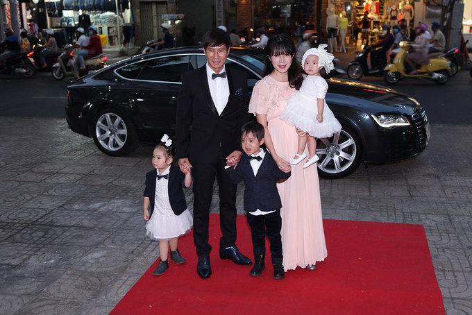 Vợ Lý Hải vác bầu 5 tháng ra mắt phim cùng chồng