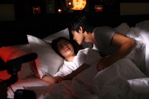 Quý Bình và Minh Hằng trong một cảnh quay