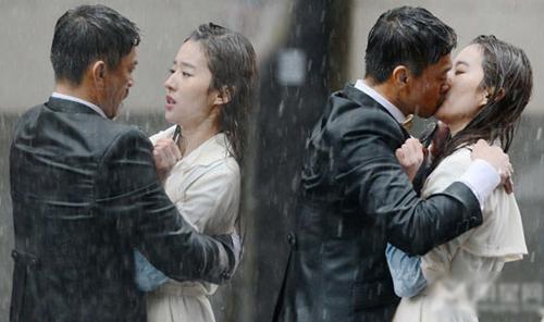 Trong Lộ thủy hồng nhan (For Love or Money, 2014), Lưu Diệc Phi có những cảnh thân mật với tài tử Vương Học Binh.