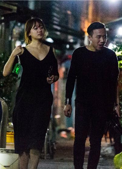 Sau đó vài hôm, Hari Won và Trấn Thành lại bị bắt gặp diện đồ cùng tông đen khi đi chơi Valentine cùng nhau.