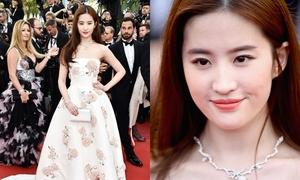 Lưu Diệc Phi đẹp nhất tuần với váy quây ngực