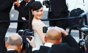 Lý Nhã Kỳ sải bước trên thảm đỏ Cannes với váy xuyên thấu