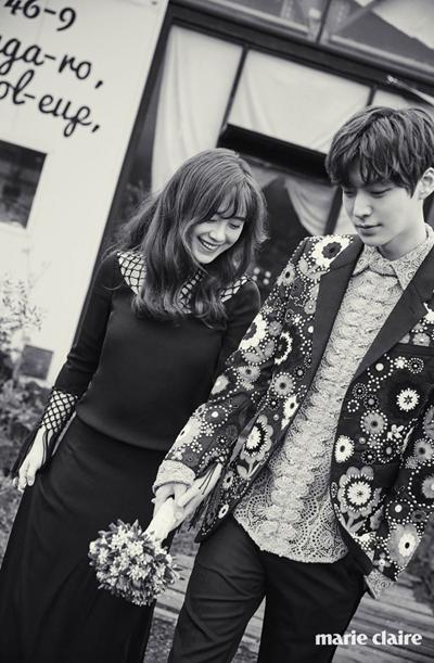 Ahn Jae Hyun kém bạn gái ba tuổi, được nhiều khán giả nhớ đến với phim Vì sao đưa anh tới, vai em trai của Chun Song Yi (Jeon Ji Hyun đóng).