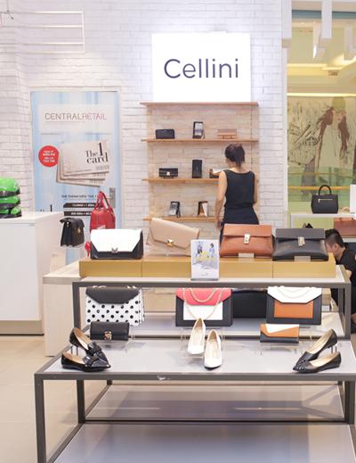 Chi nhánh mới đem tới nhiều trải nghiệm thú vị cho khách hàng với không gian mua sắm mở theo phong cách tối giản, sang trọng, nhiều tiện ích liền kề. Nơi đây tập trung nhiều nhãn hàng thời trang quốc tế được giới trẻ ưa chuộng.