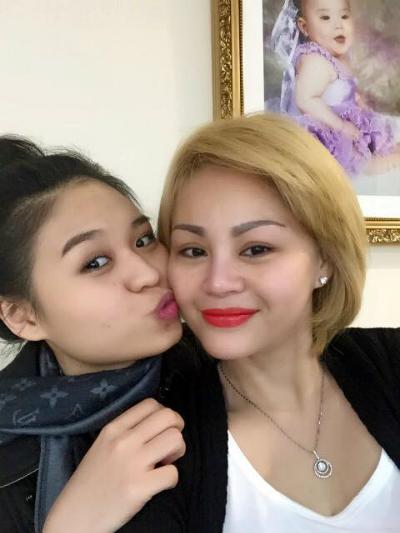 Càng lớn Lê Lộc (trái) càng thương và hiểu mẹ Lê Giang hơn.