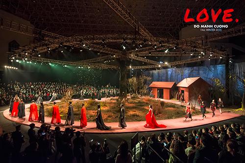 Sân khấu bộ sưu tập Love của Đỗ Mạnh Cường tại Hà Nội hồi tháng 12 năm ngoái.