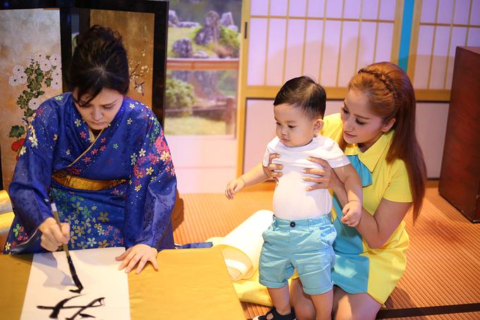 Vân Trang vác bụng bầu 5 tháng đi sự kiện