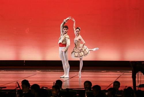 linh-nga-paris-ballet-khien-toi-bat-khoc-2