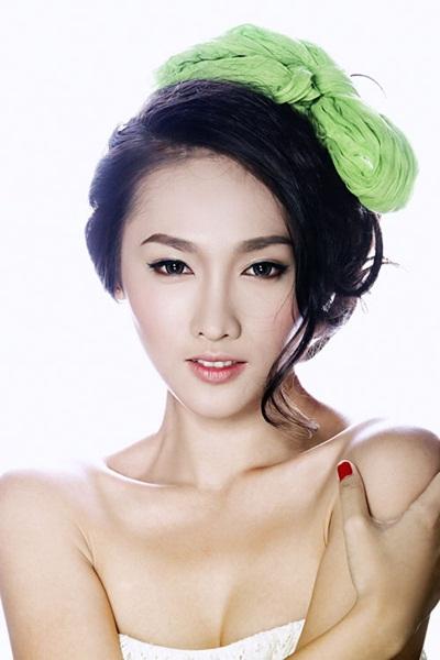 Tô Uyên Khánh Ngọc từng đoạt giải Đồng tại cuộc thi Siêu mẫu Việt Nam 2013. Năm nay 25 tuổi, cô được đánh giá cao về gương mặt đẹp và khả năng diễn xuất trước ống kính. Cô là chiến binh của đội Hồ Ngọc Hà.