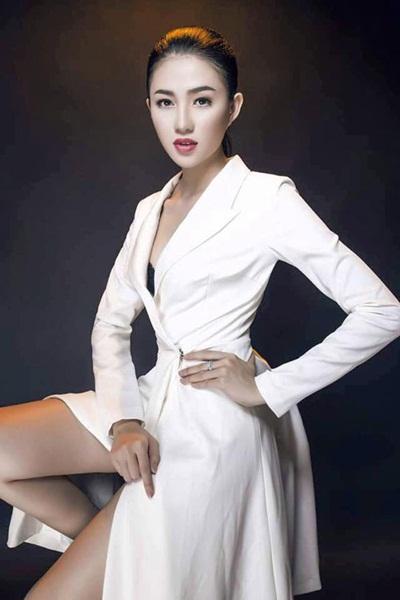 Sinh năm 1993, Lê Hà có một gương mặt sáng và vóc dáng cân đối. Cô từng vào vòng chung kết Hoa hậu Việt Nam 2014 nhưng sớm phải dừng chân. Cô cũng là chiến binh của đội Hồ Ngọc Hà.