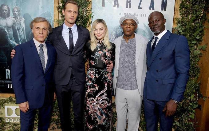 'Quả bom sex' Margot Robbie diện váy xẻ ra mắt phim mới về Tarzan