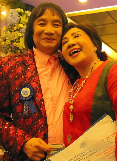 vo-nghe-si-minh-vuong-an-can-cham-soc-chong-tai-dem-tiec-5
