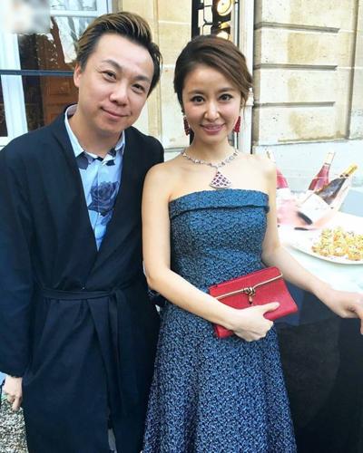 Tâm Như chụp ảnh cùng Francis, một người bạn của cô.