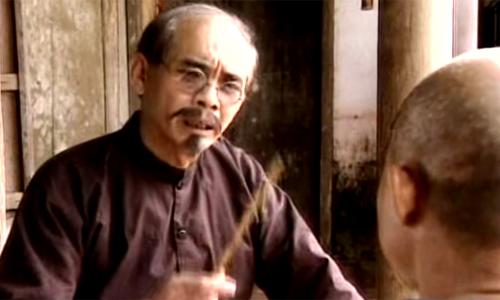 Nghệ sĩ Duy Hậu vào vai Hàm - thường vào những vai đại diện cho tư tưởng phong kiến. Sóng ở đáy sông, Hơn 30 năm nay ông sống cô đọc sau khi vợ con sang Đức định cư. Ở tuổi ngoài 70, ông còn phải chống chọi với căn bệnh thận.