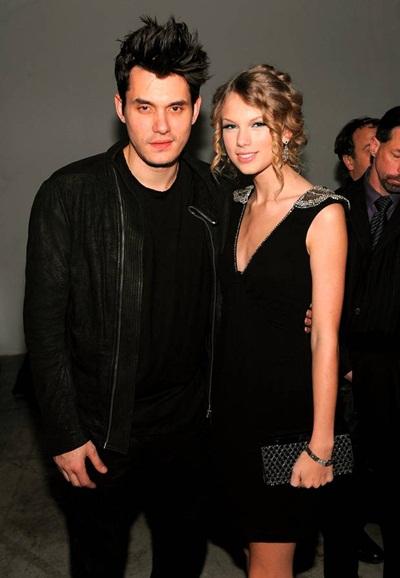 Cuộc tình thứ ba của Taylor Swift với giọng ca lãng tử John Mayer dường như đem đến cho cô gái trẻ bước ngoặc về phong cách: rock-chic gợi cảm.