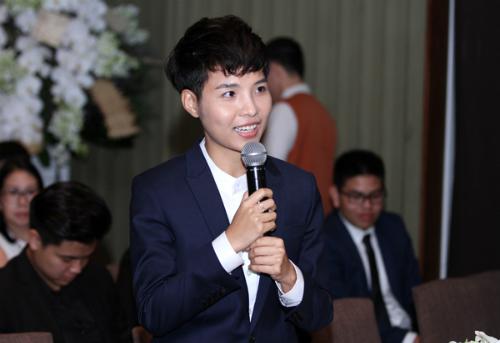 hong-nhung-dua-chong-con-di-su-kien-4